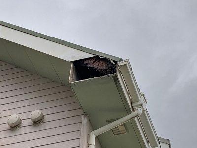 屋根のパネルが破損