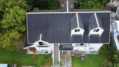 屋根瓦も塗り直します