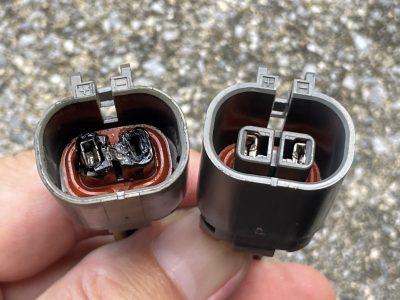 コネクタ比較、左は溶けてます