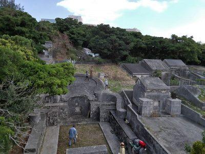 大きな亀甲墓